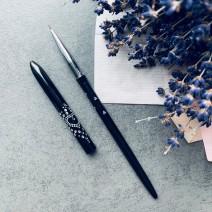 Кисть для рисования с черной металлической ручкой
