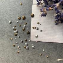 Стразы Swarovski разных размеров 50 штук (Бронза и серебро)